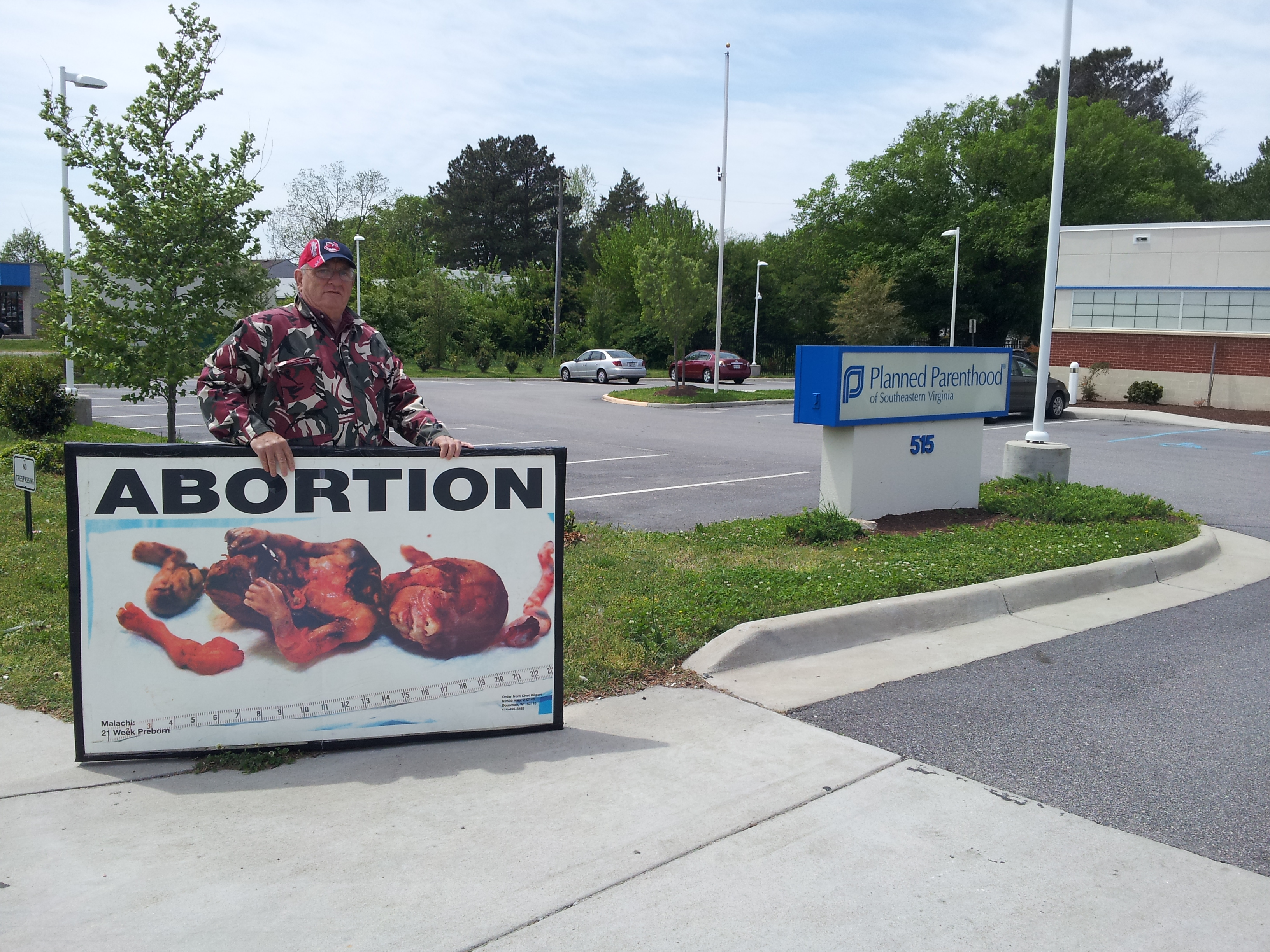 Don Spitz holds sign at Abortion Clinic